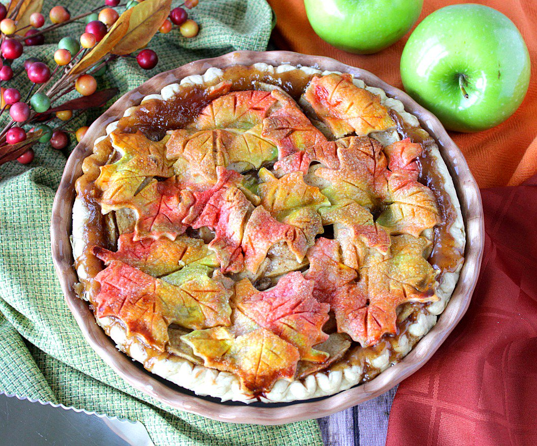 WOW your family and friends this year by making this easy Colorful Autumn Leaves Apple Pie.  https://t.co/tCbtR78Jb9 https://t.co/jH0Sw2McAm
