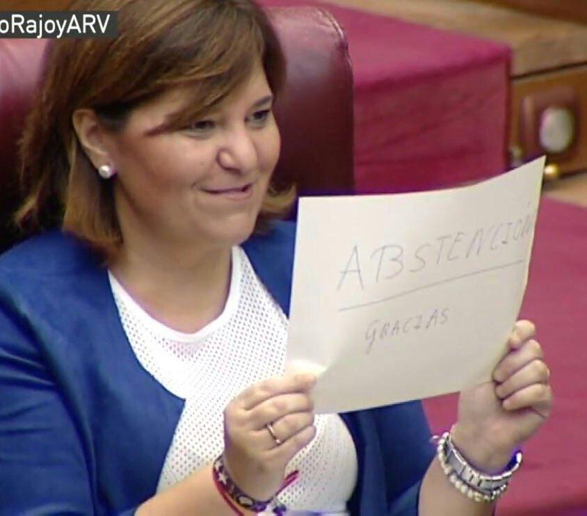 No es un fake. Así festeja el PP en les Corts Valencianes, de cachondeo indisimulado, la abstención socialista  https://t.co/2XkovTueki