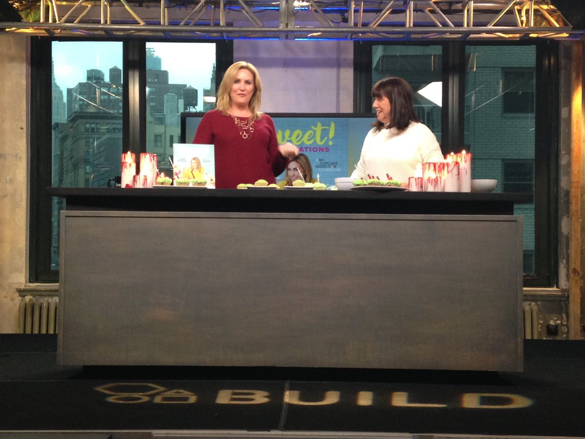 @CupcakeAddictAU #EliseStrachan prepares us for #Halloween with some delicious cupcakes. #SweetCelebrationsCookbook #Cupcakes #BuildSeries<br>http://pic.twitter.com/0ZYLvC5j5m