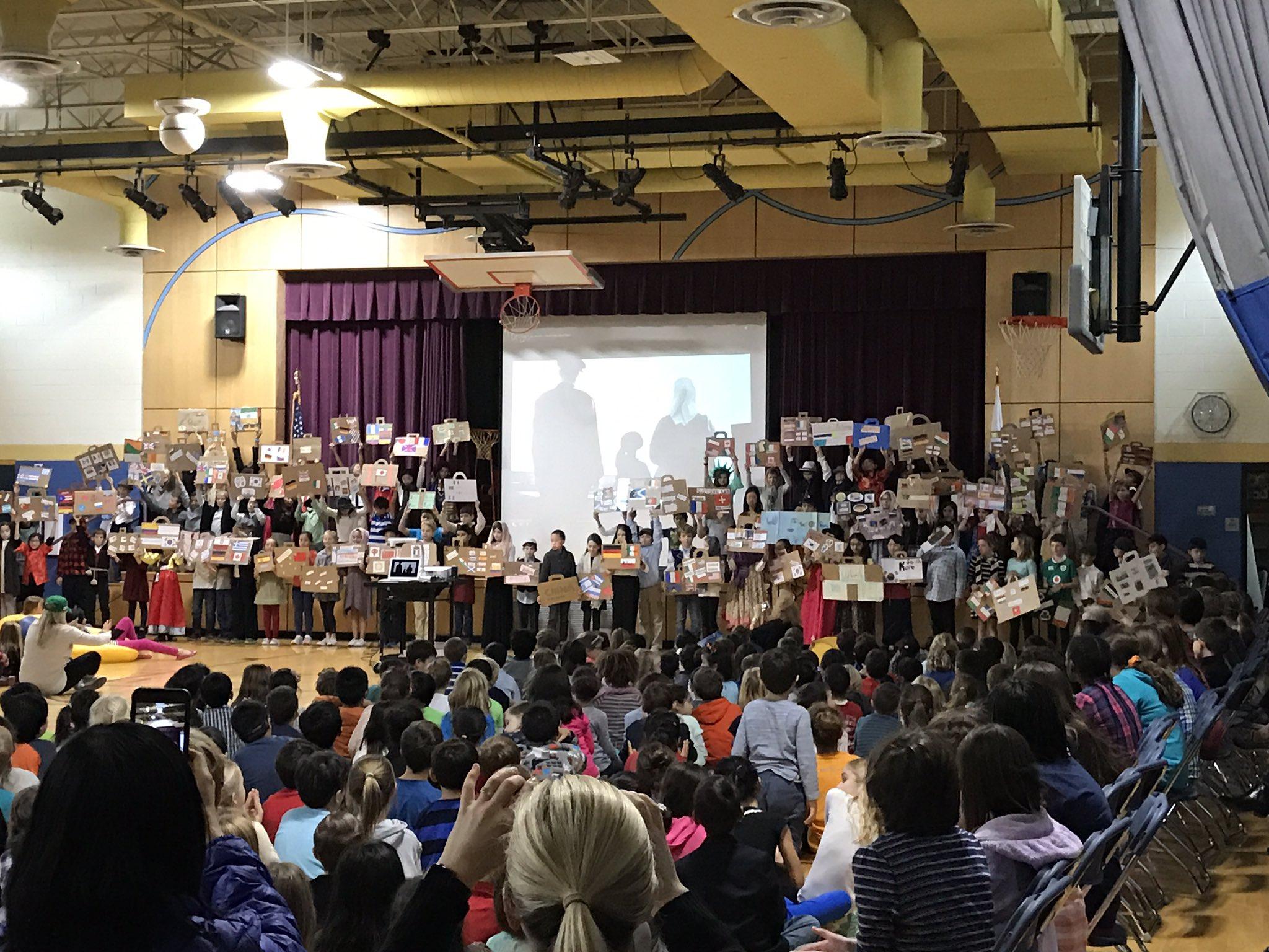Amazing 4th grade presentation on immigration! #fiskeschool https://t.co/roAXvWctbV