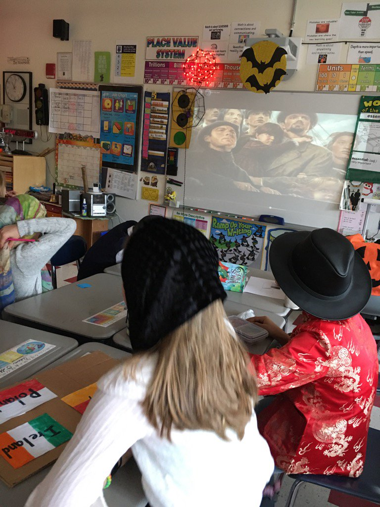 """Gr 4 Ss prepare for """"Isle of Hope, Isle of Tears"""" presentation in conjunction w/ study of immigration. #FiskeSchool https://t.co/cxPZJKzfeQ"""