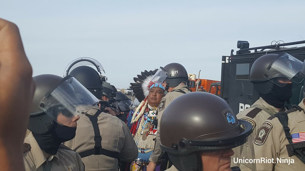 Sheriff removes Dakota protesters