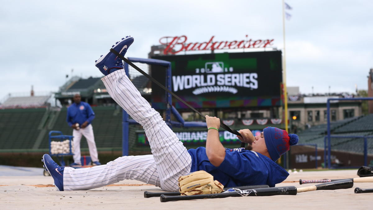 Kyle Schwarber not cleared to play outfield; can pinch hit during Games 3-5 of World Series