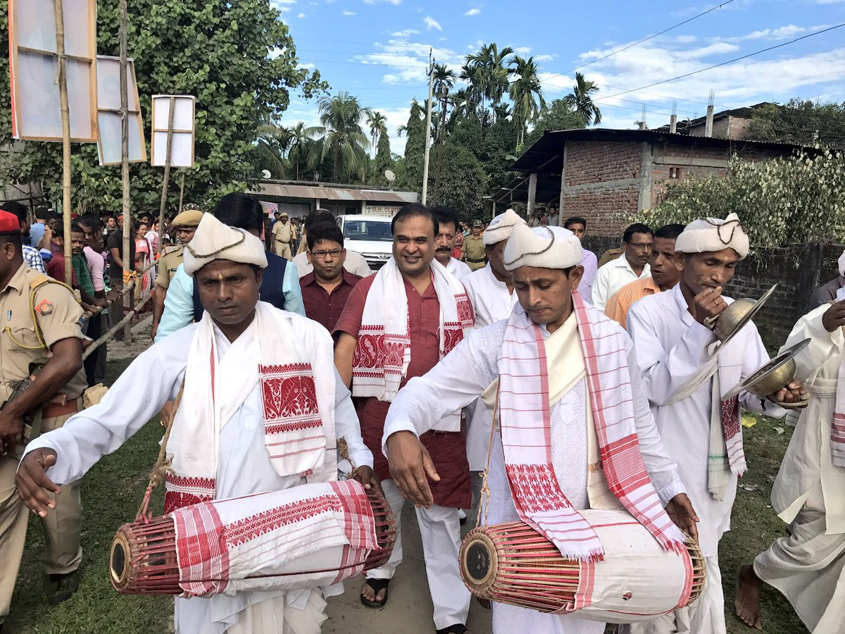 Touched by people&#39;s support at election rally at #Nowboicha for Lakhimpur LS bye poll with @pallablochandas. @BJP4Assam #CongressMuktBharat<br>http://pic.twitter.com/VwNQsVbaKH