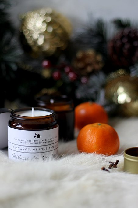 Check out my simple DIY to make your own Christmas candles - inc'l printable labels!