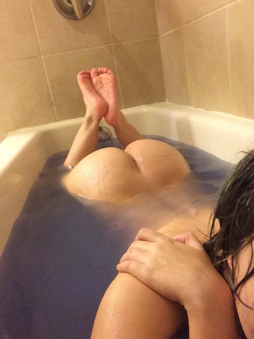 Nude Selfie 9376