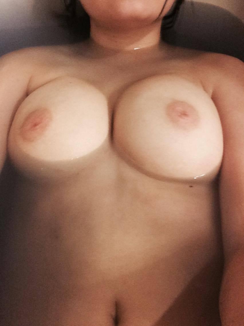 Nude Selfie 9374