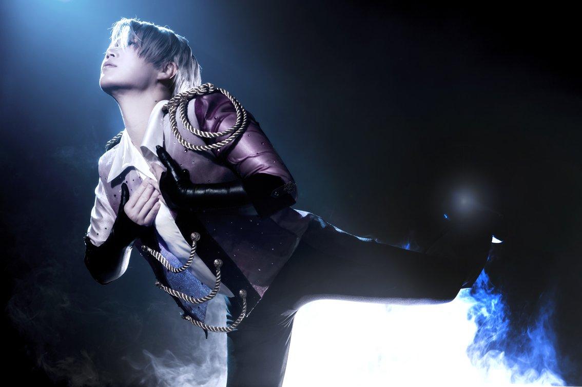 ヴィクトルの新しい衣装が完成したのでやってきました。  Victor from Yuri !!! on ICE ♥  p:oda