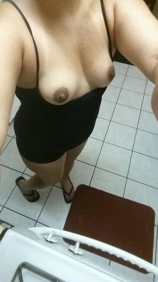 Nude Selfie 9400
