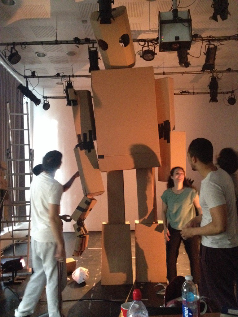 @kitepackaging tnx for working so hard to get us the cardboard last week ready for a giant iron man @Unicorn_Theatre https://t.co/ehqgnM2pz4