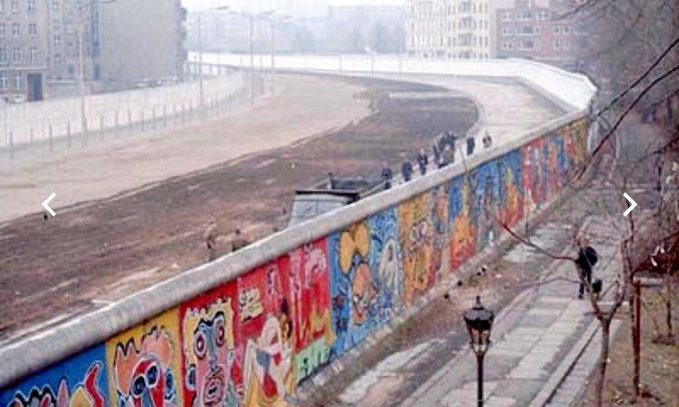Miren qué cosa. Un día como hoy inició la destrucción del #Muro de Berlín. (Hablando de muros) https://t.co/GHXEOIFtfJ