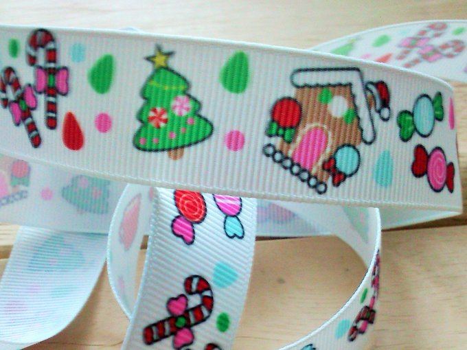 Add some sweet treats to your Christmas crafts this year!