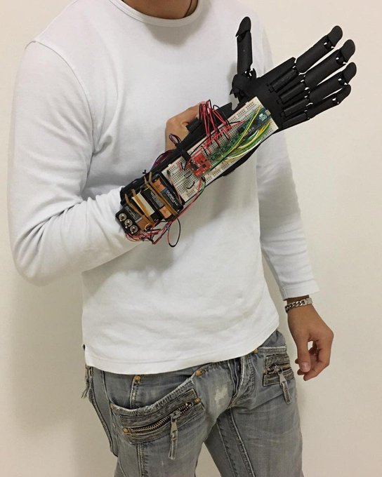 Youbionic Hand Test on the road...bionic robot design DIY industrialdesign prost