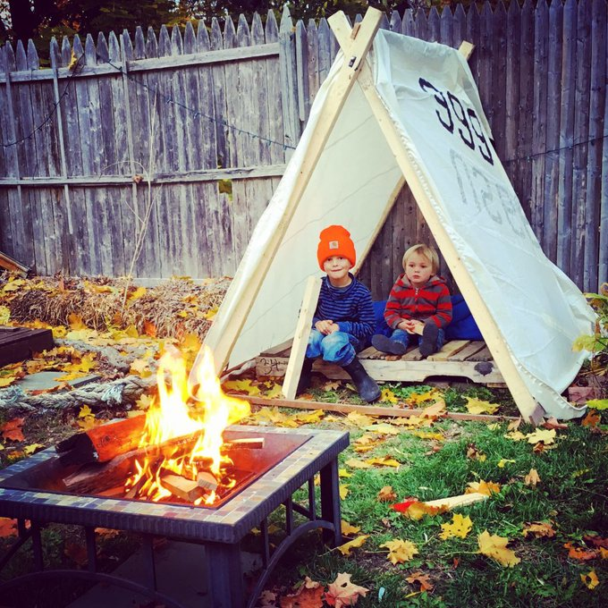 I can't wait to do this with my forest school next year! DIY playtent playoutside