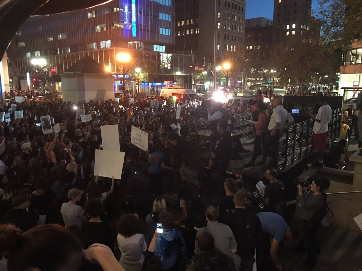 Thousands gather in Oakland. This crowd is hurting and angry. #NotMyPresident #Antifa https://t.co/OOIiTzc9kc