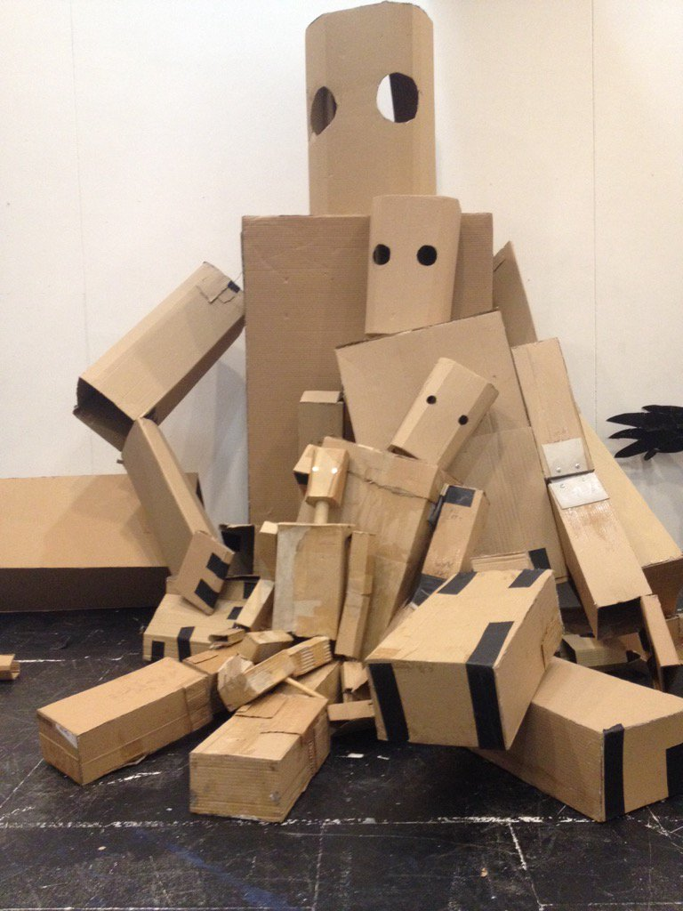 Lots of iron men @Unicorn_Theatre #theIronMan #puppets #southwark #coolstuff #cardboard https://t.co/8MxQF92iRt
