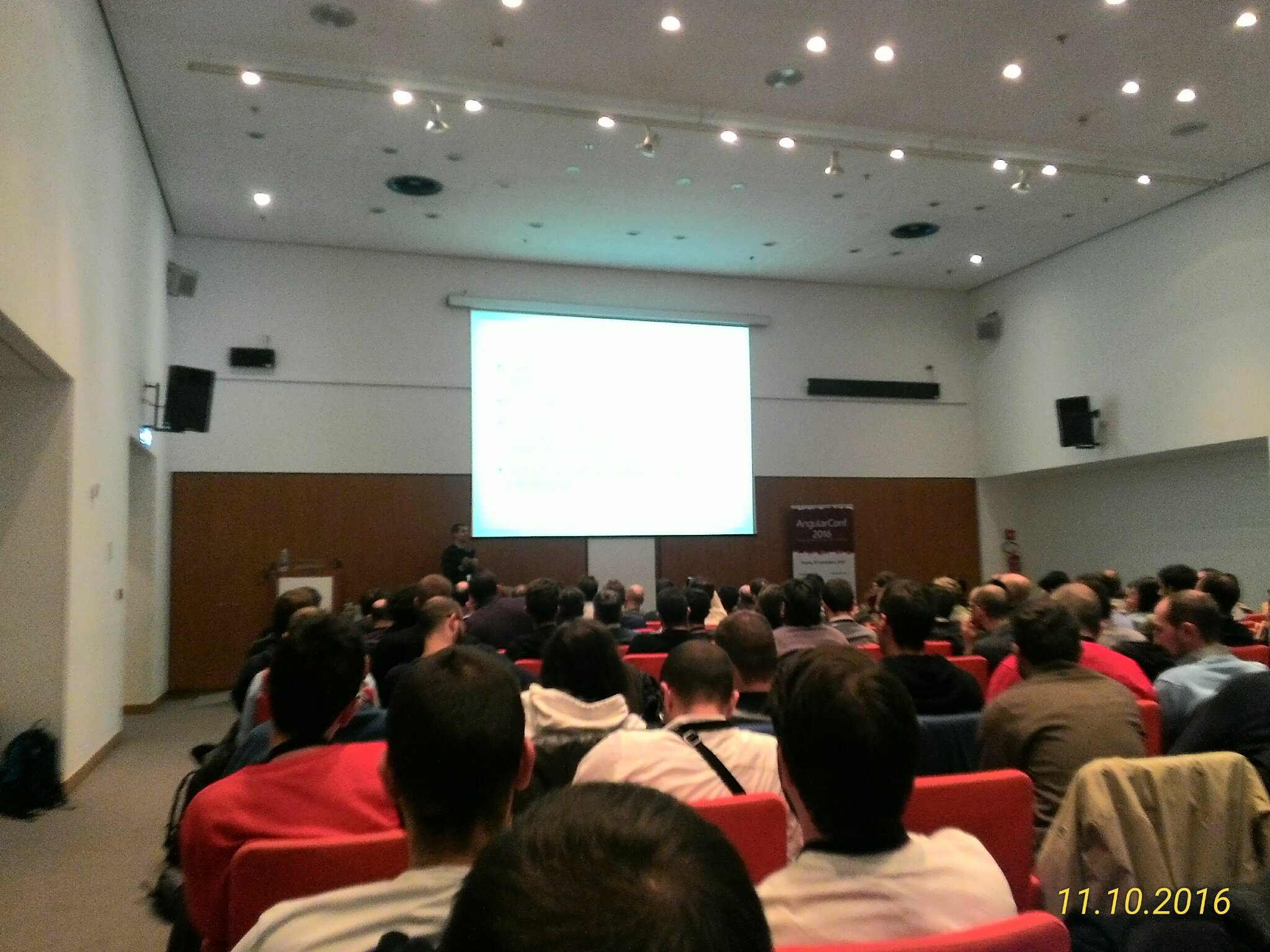Lato oscuro del frontend ops @cef62 @intre_it  #angularconf16 https://t.co/veCXsSXxKd
