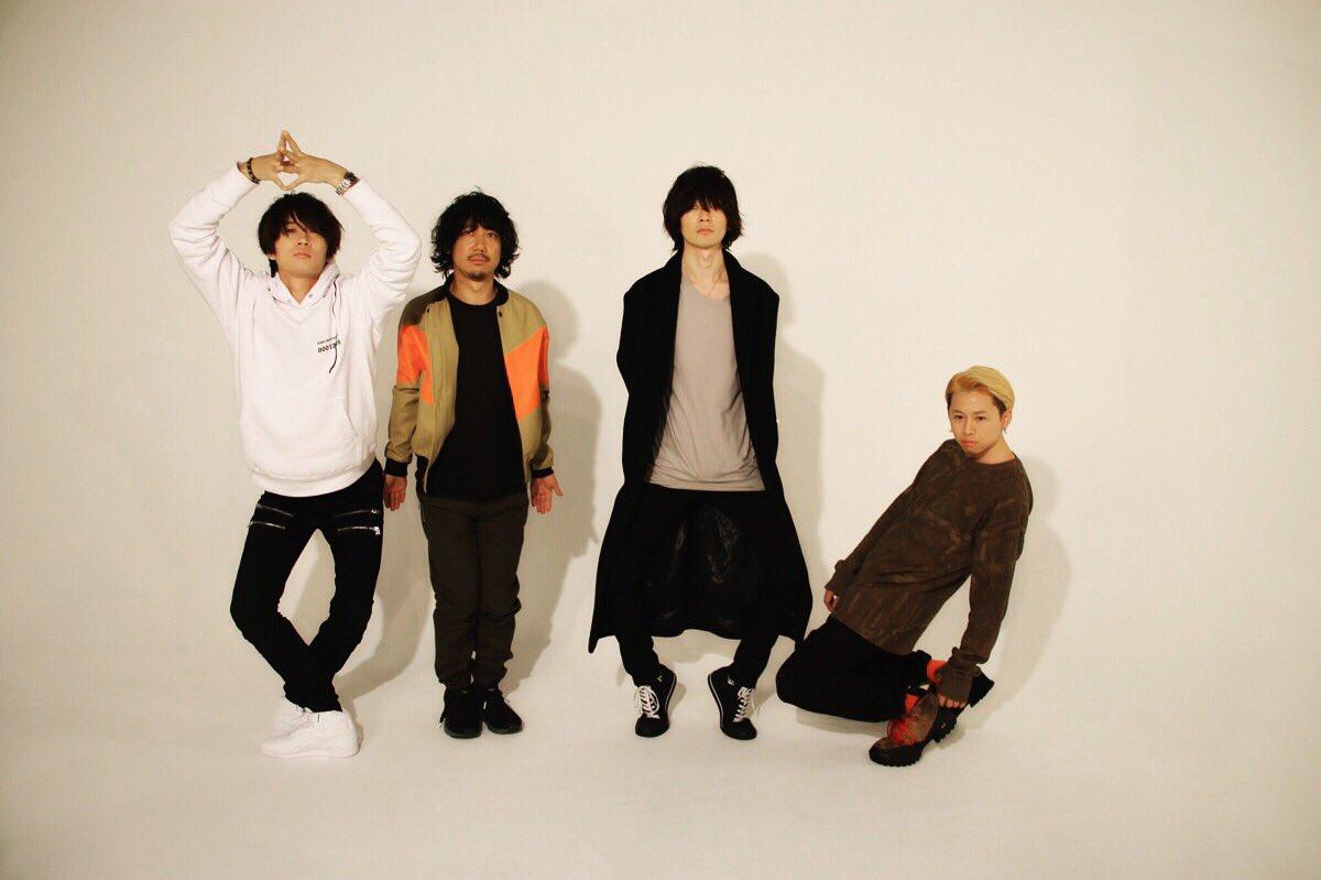 今日は11/30発売ROCKIN'ON JAPAN1月号の取材でした  写真は皆川聡さんに撮って頂きました  是非チェックしてみて下さい  おやすみなさいZzz©︎
