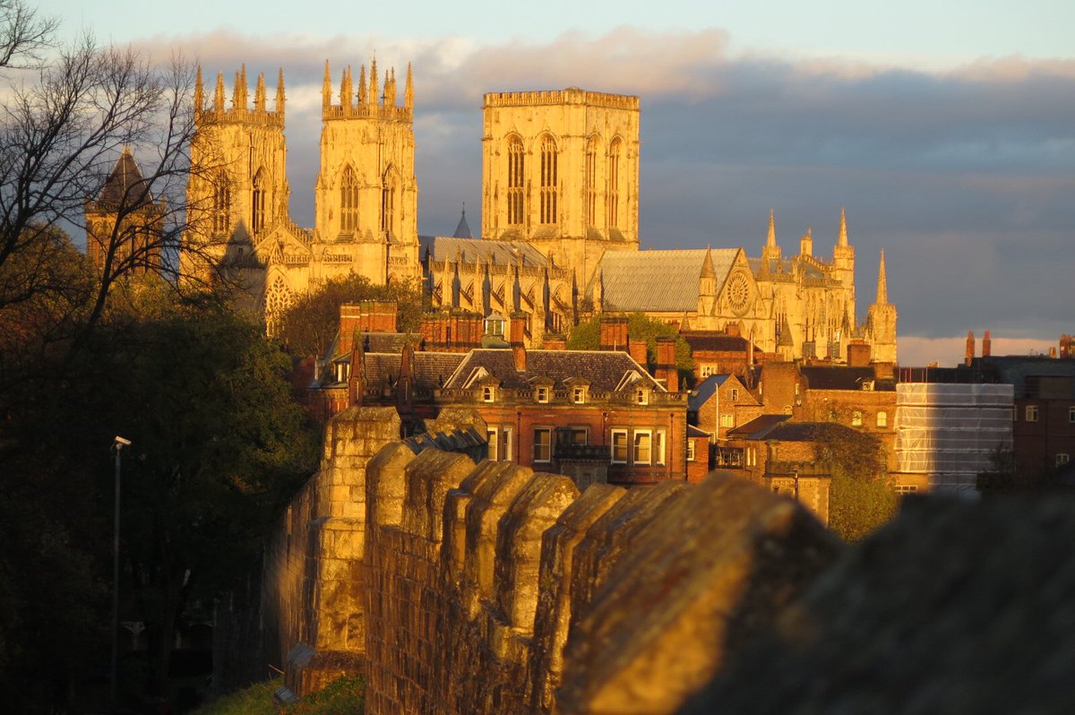 Glory be: York Minster right now beyond the wall #architecture #photography https://t.co/YNKOoohS8i