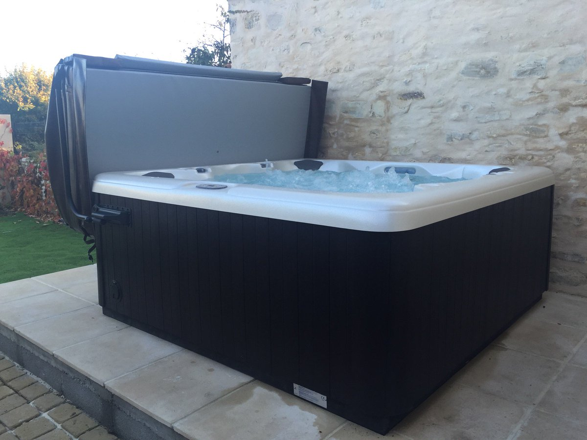 Aquilus piscines 36 ardentes chatx twitter for Aquilus piscine limoges
