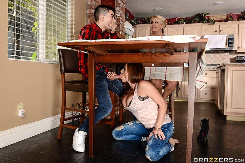 Отсос под столом итальянский фильм