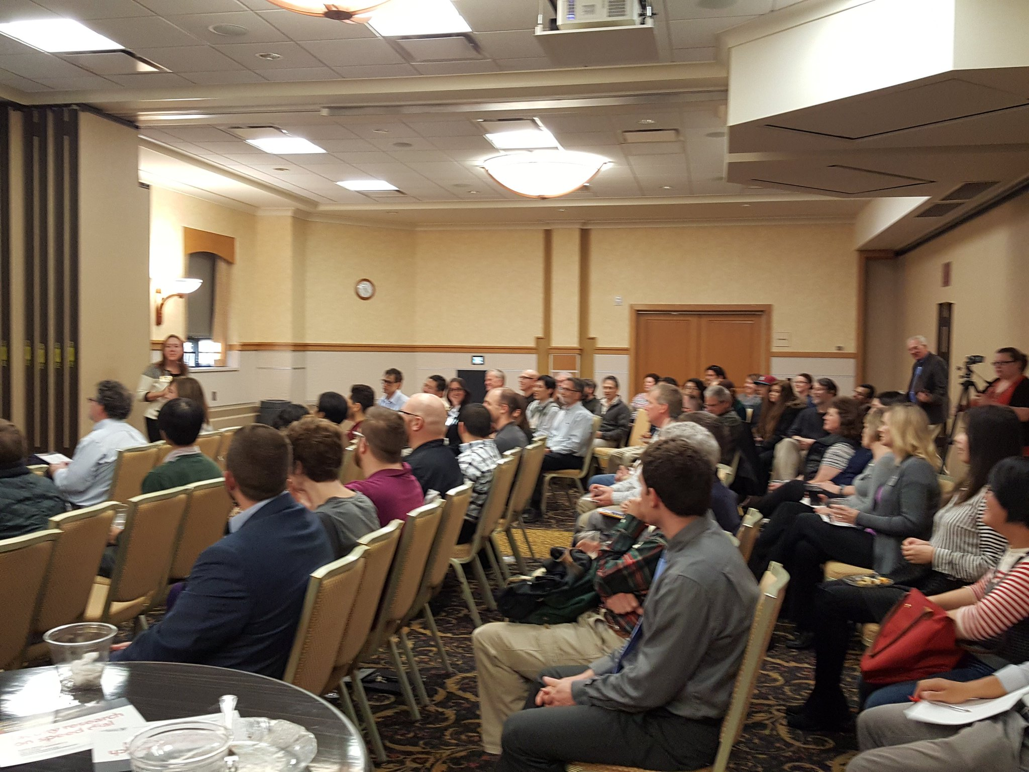 Full house for our first #MTUresearchforum Tech Talks. Two minutes, two slides, 13 faculty. @aminerick kicking it off with opening remarks. https://t.co/agCY7QW55z