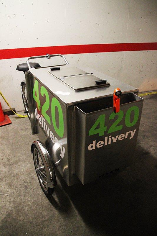 Marijuana Vending Cart Operator Arrested. No, we're not kidding. https://t.co/ZltiEvVOec #yyj #FacePalm https://t.co/pUVI3kxKIX