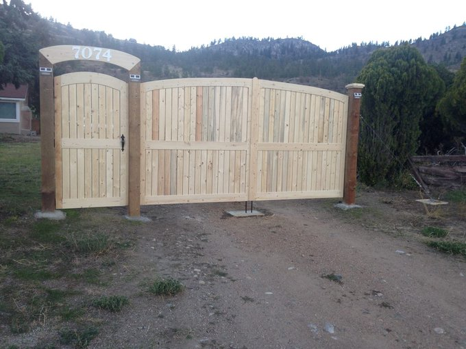 Wood driveway gates, build and install. - Detailed instructions: DIY