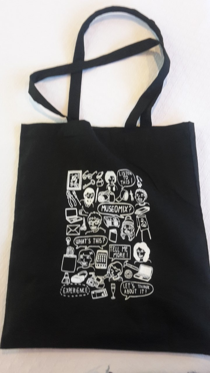 LOVE my tote bag from @MuseomixBE ! Let's get #museomix16 started 💪 https://t.co/3X0h3kbzJw