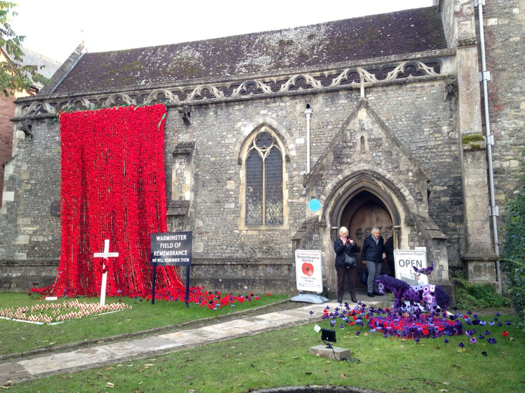 Waterfall of over 4000 hand knitted poppies by people in Warminster for fallen soldiers & purple for fallen animals. https://t.co/ZJwgjYRu9x