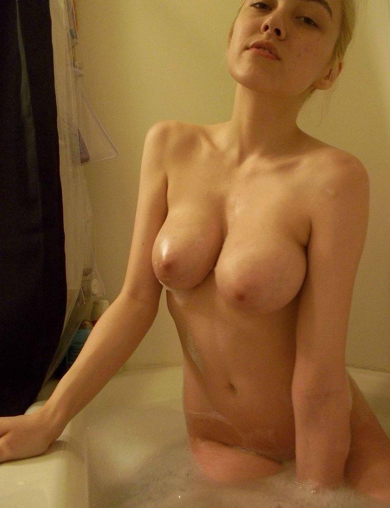Nude Selfie 9130