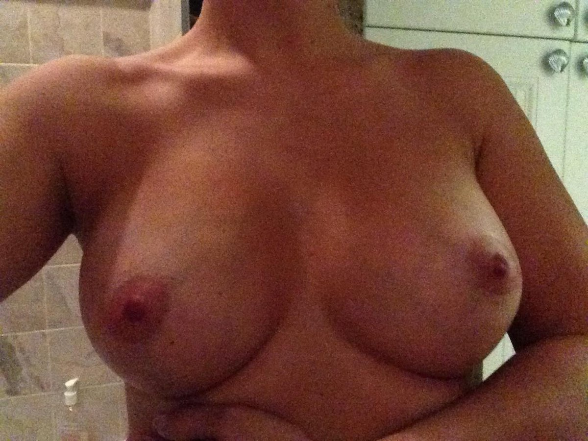 Nude Selfie 9166