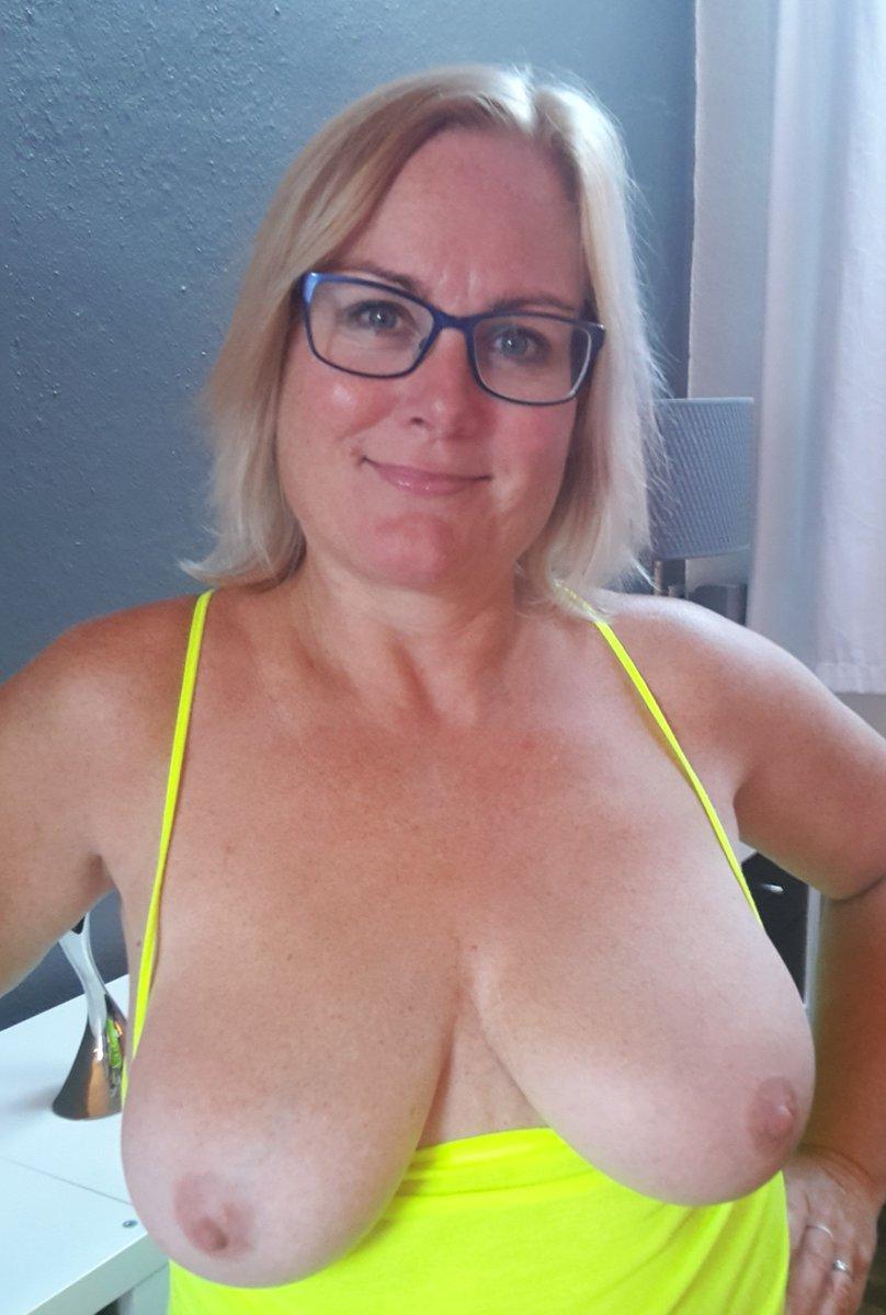 Nude Selfie 9179