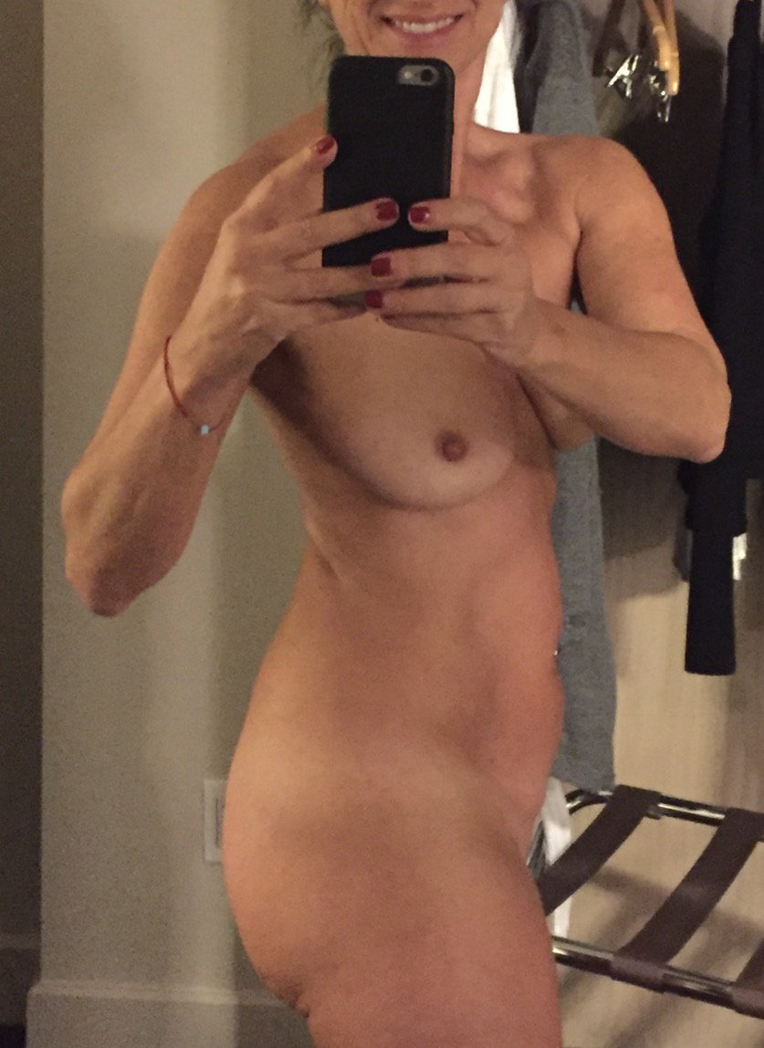 Nude Selfie 9172