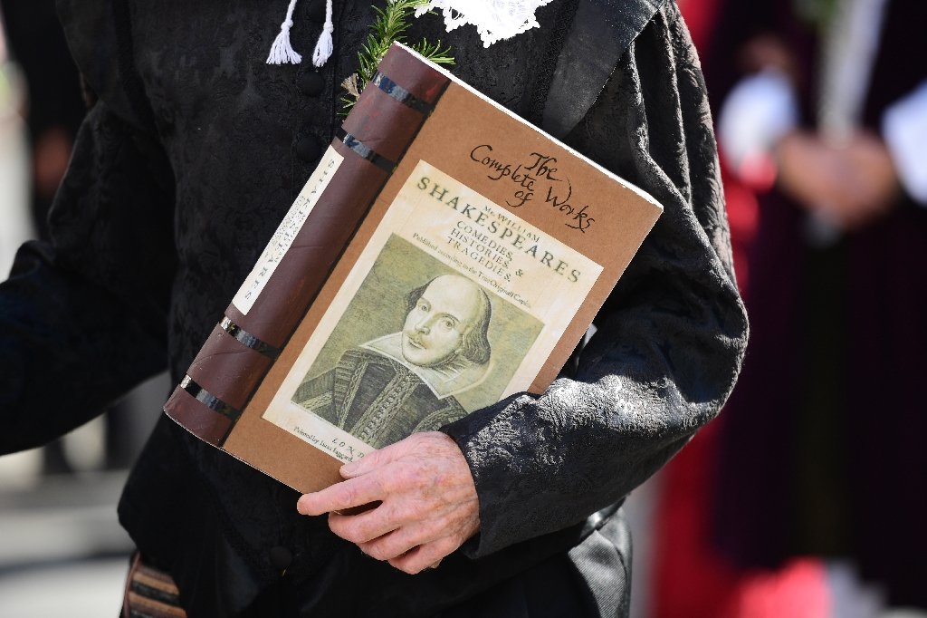 Big data reveals mixed authorship in 17 Shakespeare plays