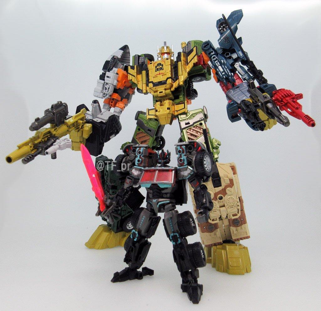 Transformers News: UW-EX Baldigus image posed with LG-EX Black Convoy