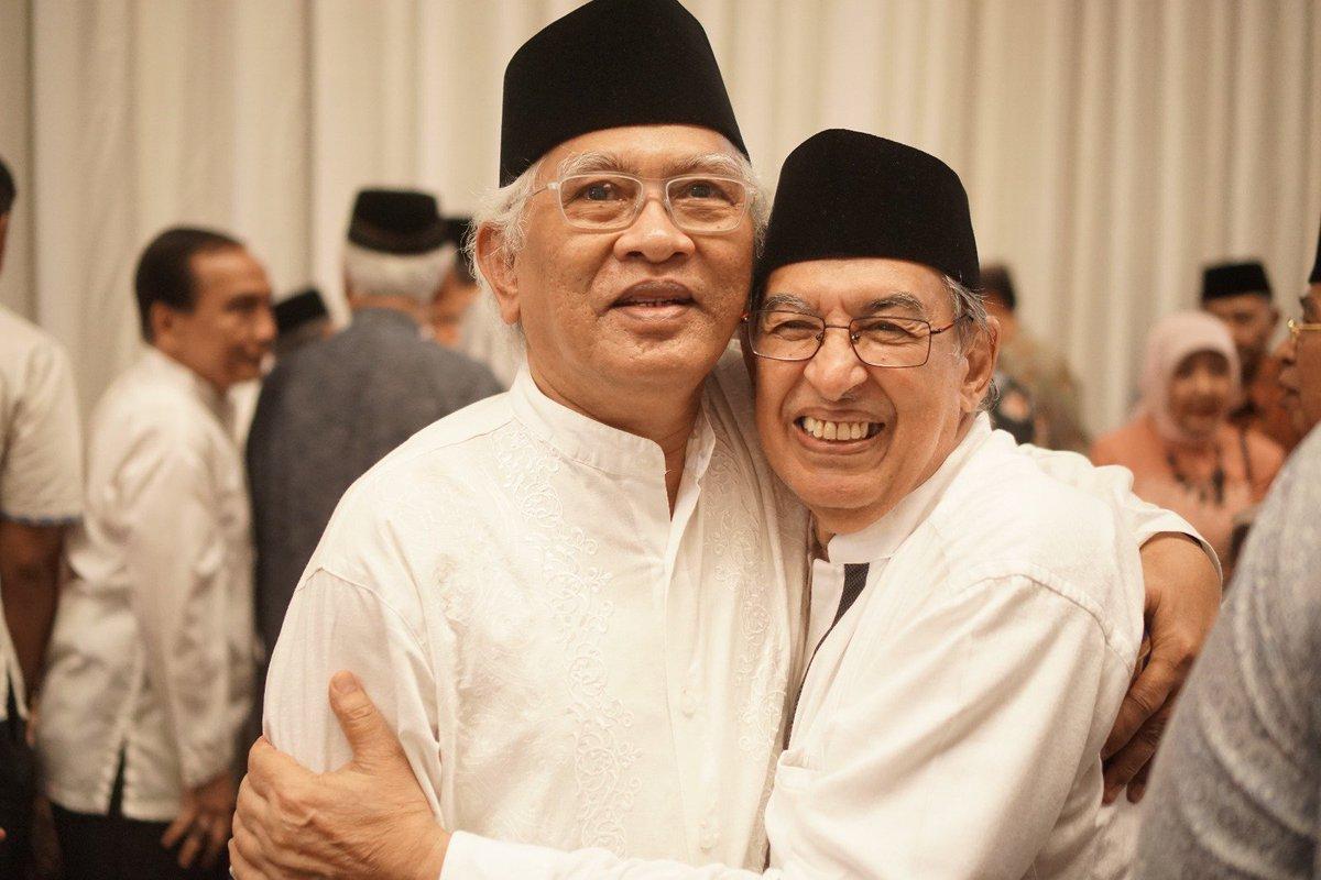 Dua ulama yg pandangan2nya rahmatan lil alamin, sesuai watak dasar Islam -- Gus Mus dan Prof. Quraish Shihab. https://t.co/uZWT8ex6nJ