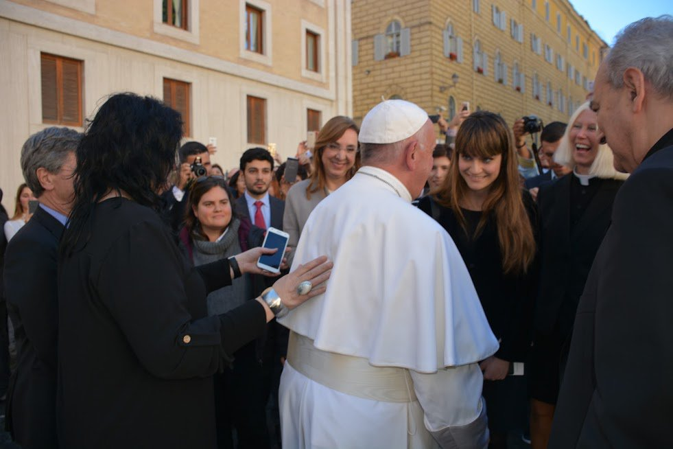 The #Delegates as well as our team member @isaperezdobarro of #VYS16 were fortunate enough to meet his Holiness @Pontifex today! https://t.co/tWpvJeOa0Q