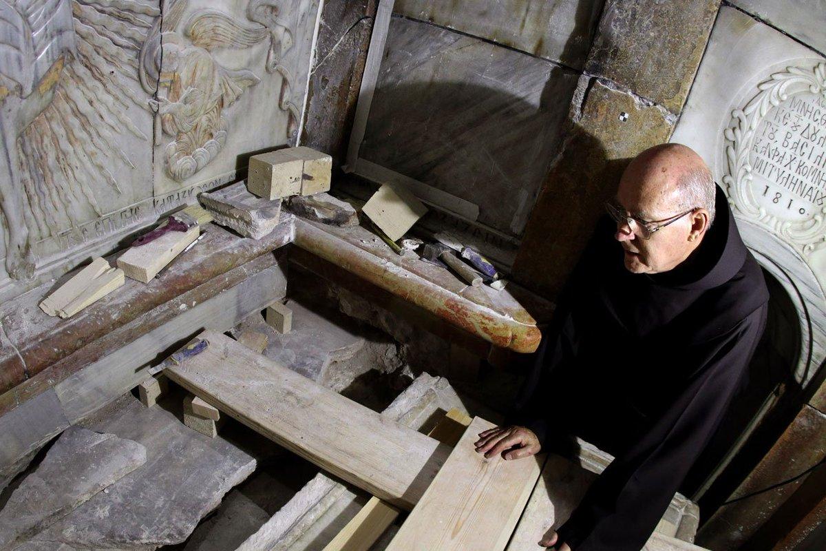 El Santo Sepulcro/Visita virtual /Apertura de la Tumba de Cristo CwBl-8pXYAAjWMp