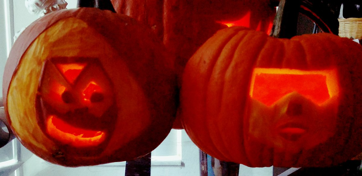 Peridot and Garnet pumpkins #StevenUniverse @EstelleDarlings