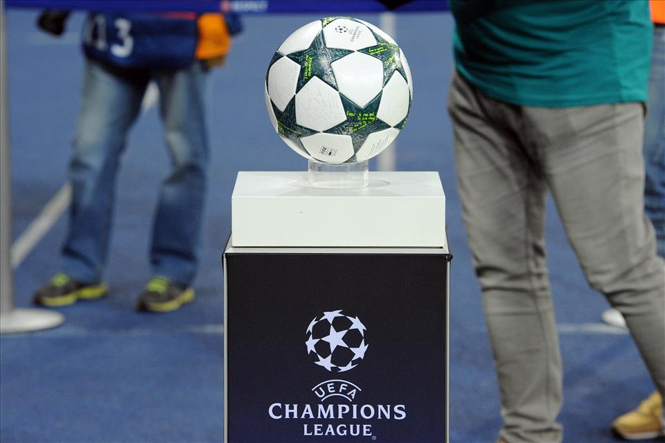 JUVENTUS-Lione e Besiktas-NAPOLI in chiaro: Diretta tv Canale 5 Streaming gratis e Mediaset Premium Champions League.