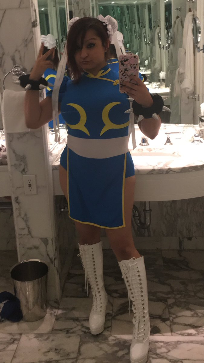 aphmau on twitter went to an awesome halloween party last night and decided to go as chun li