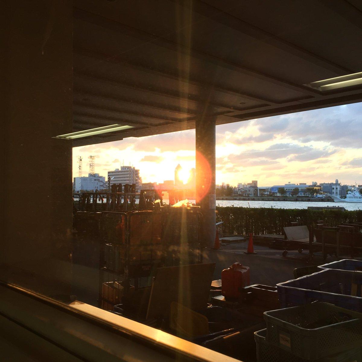 新潟2日間最高でした ✨ホッとしたのと嬉しかったのと、来ていただいた皆様に感謝の気持ちでいっぱいです ✨✨NEXT神戸〜3days ✨鍛えなおします 楽屋から見えたRAYな夕焼け ✨✨
