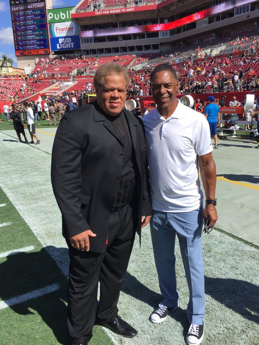 Today was another great win for #RaiderNation @RAIDERS @NFL #ReggieMcKenzie https://t.co/cGmQzbuLsh