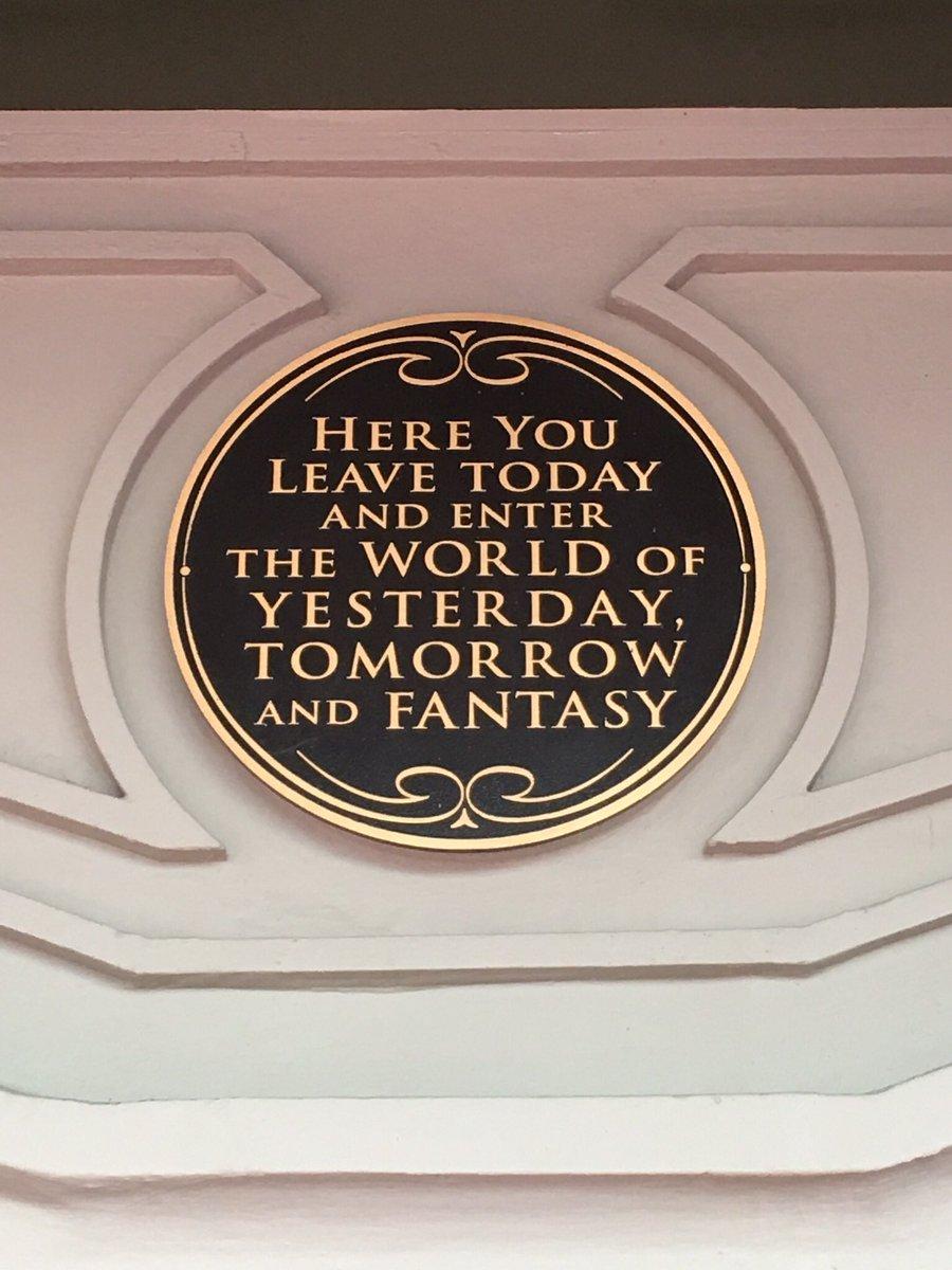 Simply the best sign in all of #waltdisneyworld https://t.co/o0u9MYG195