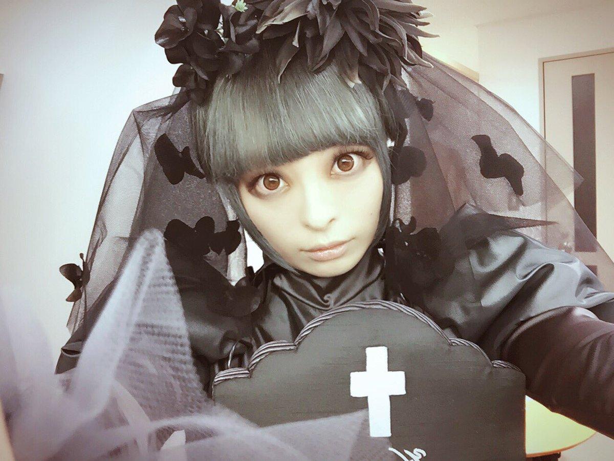 黒いドレスが可愛いきゃりーぱみゅぱみゅ