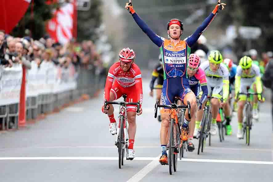 [******] Vercorin Racing Club : The Legend of cyclism - Page 24 CwFMYn1XYAAx5MJ