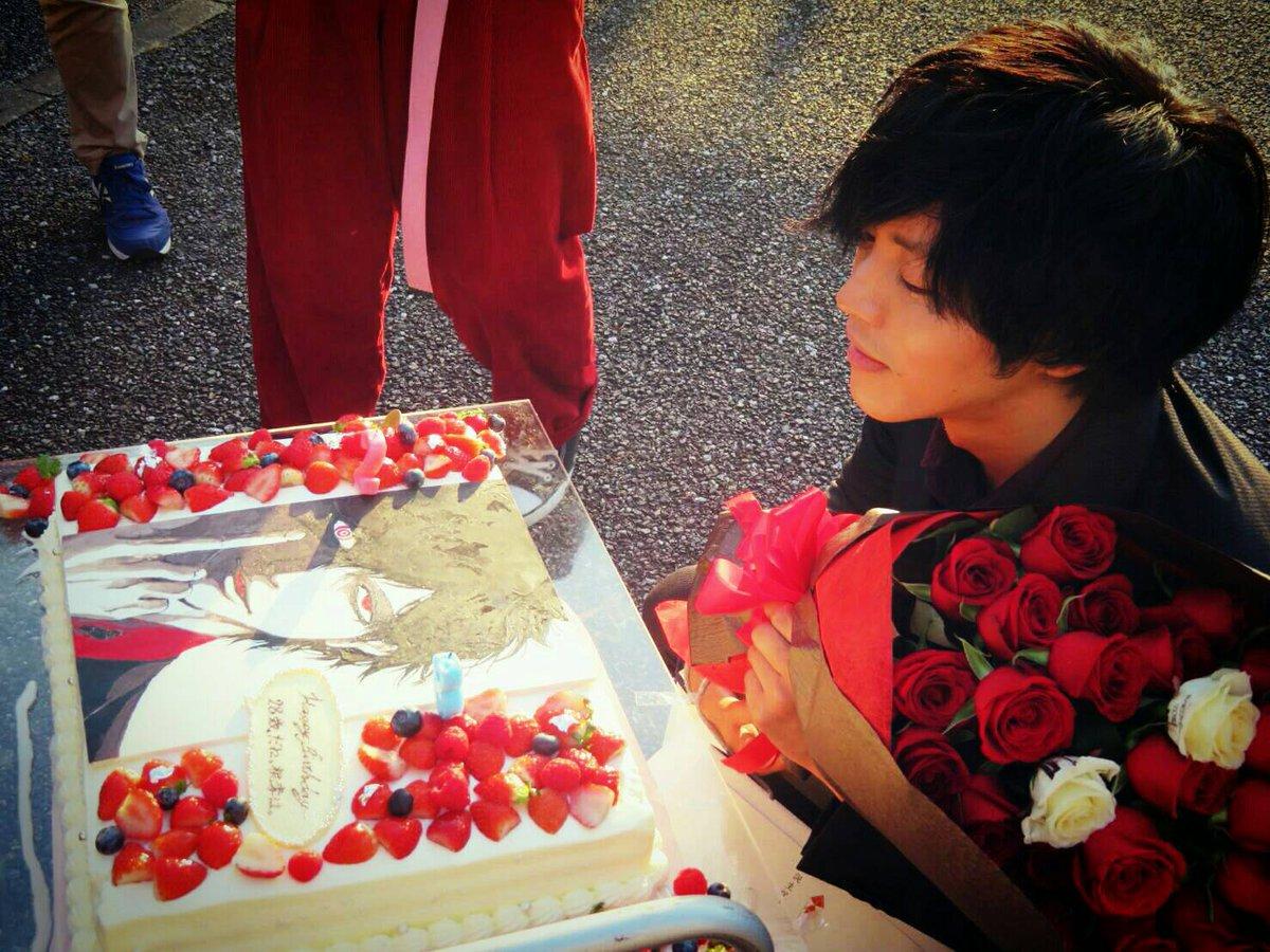 ケーキの前の松坂桃李
