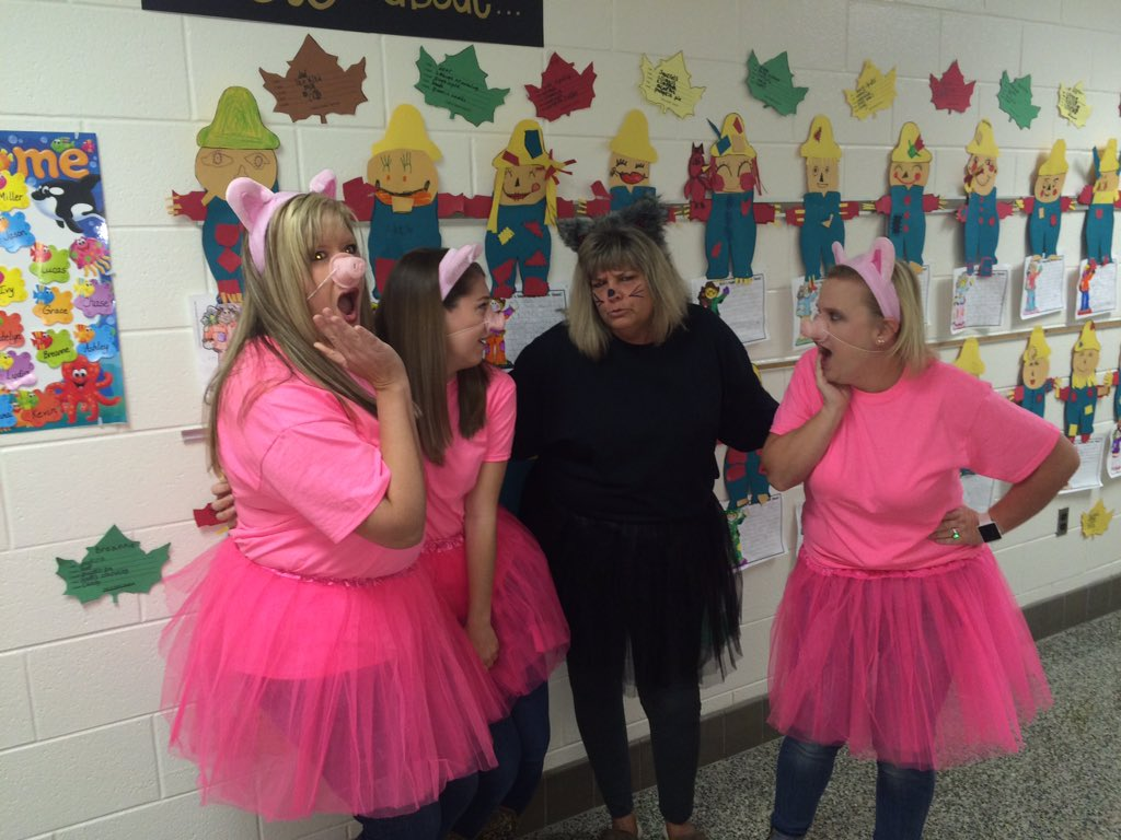 2nd grade teachers storybook costume...The Three Little Pigs and the Big Bad Wolf #lov17 #lcps17 #fox5pic.twitter.com/aBoYlPceyO & Tammy Brooks on Twitter: