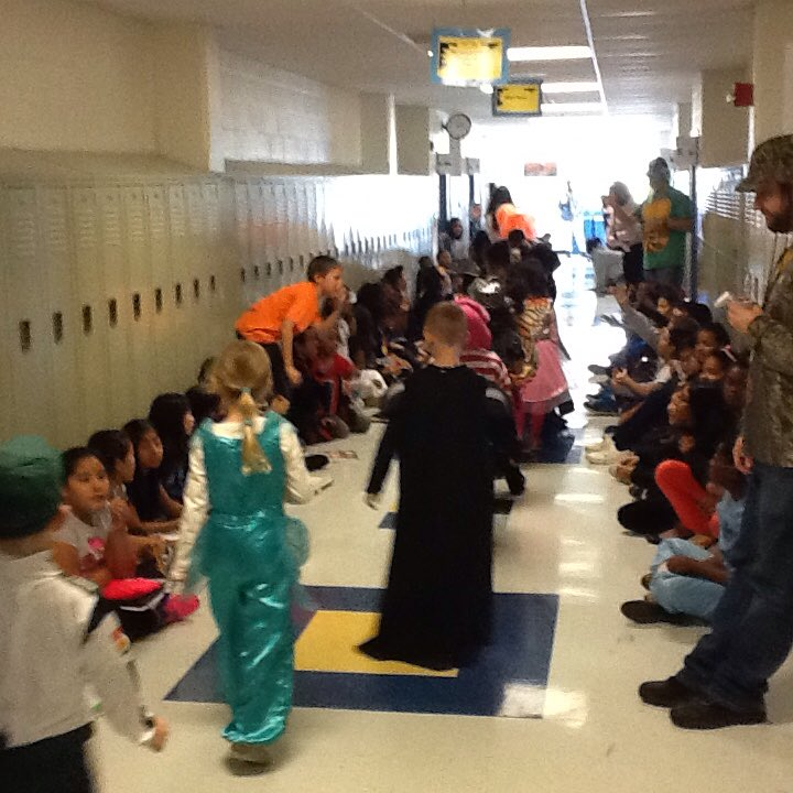 Parade in the 4th &amp; 5th grade hallway! <a target='_blank' href='http://search.twitter.com/search?q=hfbtweets'><a target='_blank' href='https://twitter.com/hashtag/hfbtweets?src=hash'>#hfbtweets</a></a> <a target='_blank' href='http://search.twitter.com/search?q=APSfallfun'><a target='_blank' href='https://twitter.com/hashtag/APSfallfun?src=hash'>#APSfallfun</a></a> <a target='_blank' href='https://t.co/n1KsngZVLf'>https://t.co/n1KsngZVLf</a>